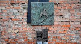 Generalny remont muru getta przy Siennej